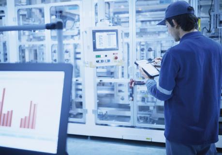 Fabrikamızda, IoT tabanlı fabrika otomasyon teknolojisi de dahil olmak üzere Mitsubishi Electric'in engin bilgi birikimi ve deneyiminden faydalanılarak geliştirilen en yeni teknolojiler kullanılıyor. İnsan ve makinelerin birlikte uyum içinde çalıştığı bir fabrika ortamı yaratmayı amaçlıyoruz.